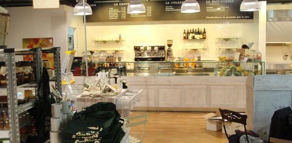 esempio di arredo negozio di alimentari di un centro commerciale